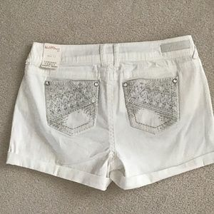 WALLFLOWER WHITE SHORTY SHORT SIZE 13 NWT